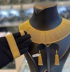 Gold Ring Designs, Gold Bangles Design, Gold Earrings Designs, Gold Jewellery Design, Delicate Gold Necklace, Gold Jewelry Simple, Dubai Gold Jewelry, Arabic Jewelry, Goa