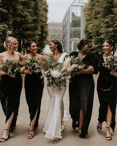 So beautiful 😍✨TAG someone who would LOVE 💕 Mismatched Bridesmaid Dresses, Bridesmaid Outfit, Brides And Bridesmaids, Wedding Dresses, Sophisticated Bride, Different Dresses, Bridal Looks, Luxury Wedding, Wedding Styles