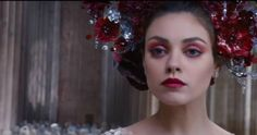 Queen Jupiter's beautiful make-up. Red Lips and eyes.