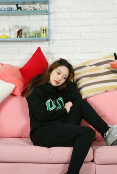Park Seul, Korean Ulzzang, Girl Outfits, Fashion Outfits, Ulzzang Fashion, Style Me, Thailand, Mini Skirts, Spring Summer