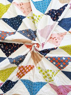 Easy on-point half square triangle quilt pattern Tree Quilt Pattern, Mini Quilt Patterns, Half Square Triangle Quilts Pattern, Half Square Triangles, Straight Line Quilting, How To Finish A Quilt, Fat Quarters, Beautiful Patterns, Pattern Making