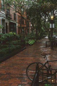 CALM my SOUL - Boston in Rain. Looks like you've got mail street City Aesthetic, Autumn Aesthetic, Travel Aesthetic, Nature Aesthetic, Outdoor Reisen, Aesthetic Pictures, Rainy Days, Rainy Night, Places To Travel