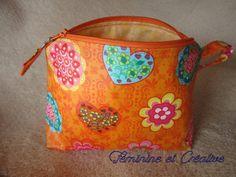 609a60f51d44 Trousse orange à fleurs en coton enduit doublée avec une poche intérieure    Trousses par feminine