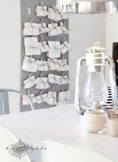 pinces à linge et petits sacs en papier blancs - calendrier de l'avent DIY