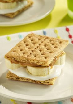Peanut Butter and Banana 'S'mores' put a delicious twist on the classic s'mores recipe with peanut butter, marshmallow crème and sliced bananas! Try this quick and easy dessert tonight.