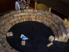 www.jufjanneke.nl | Circuspiste van kleine blokjes bouwen