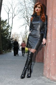 Leather Fashion, Fashion Boots, Mode Rock, Look Fashion, Womens Fashion, Petite Fashion, Curvy Fashion, Fall Fashion, Black Leather Pencil Skirt