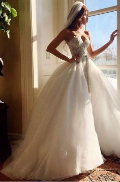 Coucou les filles ! Voici une petite inspiration des mariées les plus sexy trouvées sur internet ! Qu'en pensez-vous ? Aimeriez-vous y ressembler pour votre mariage ? 1 2 3 4 5 6 7 8 9 10 11 12