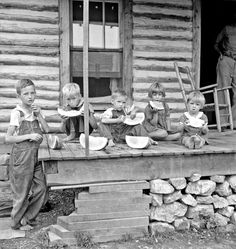 Millworker's children eating watermelon on porch of rented house. Six miles north of Roxboro, Person County, North Carolina, July Dorothea Lange photo Antique Photos, Vintage Pictures, Old Pictures, Vintage Images, Old Photos, Children Pictures, Victorian Photos, Victorian Ladies, Dorothea Lange Photography