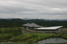 Donghoon Hilimaru Golf club house in Changnyoung (South Korea) by Kyeong Sik Yoon - KACI International, Copyright : Jongoh Kim #Architecture #SouthKorea #Project #GolfClub #QuartzZinc #StandingSeam #Zinc #VMZINC #Roof #Roofing
