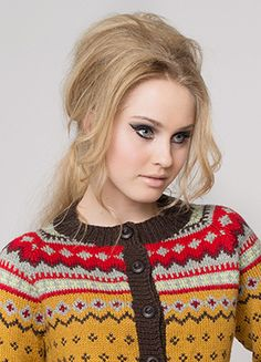 These sources may state the same yarn weight but vary in yarns, requirements and measurements. Fair Isle Knitting Patterns, Fair Isle Pattern, Knitting Designs, Knitwear Fashion, Fashion Moda, Pullover, Hand Knitting, Knit Crochet, Autumn Outfits