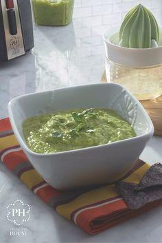 Prueba esta saludable salsa verde de aguacate, hecha rápido y fácilmente con el Procesador multiusos Vida Sana™.