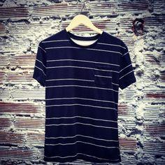 Camiseta negra con líneas blancas. Nueva en nuestra tienda! #belikepardo (at Pardo)