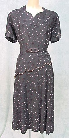 1940s with asymmetric overlay, belt and non-uniform dots