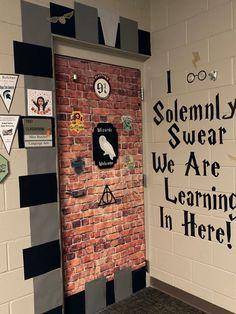 Harry Potter Classes, Hogwarts Classes, Harry Potter School, Harry Potter Classroom, Theme Harry Potter, 4th Grade Classroom, New Classroom, Classroom Themes, Classroom Activities