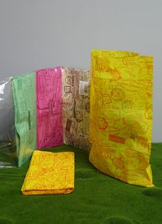 Confezione da 100 pezzi di Buste plastificate in colori assortiti.