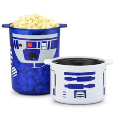 Trusty droid will make sure you have delicious popcorn as this fun popper. Nerf, Perfect Popcorn, Anniversaire Star Wars, Star Wars Decor, Star Wars Facts, Gadgets, Star Wars Quotes, Specialty Appliances, Small Appliances
