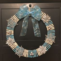 Winter clothes pin wreath pin crafts Easy and Fun DIY Christmas Decor Ideas on a Budget – Clothespin Wreath Wreath Crafts, Diy Wreath, Crafts To Sell, Holiday Crafts, Clothespin Crafts, Snowman Crafts, Holiday Wreaths, Christmas Decorations, Christmas Ornaments