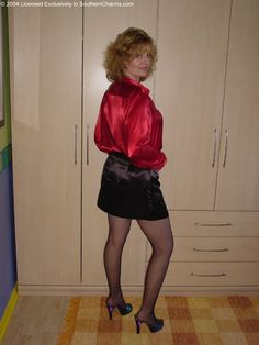 Satin Top, Satin Skirt, Silk Satin, Satin Blouses, Blouse And Skirt, Leather Skirt, Beautiful Women, Feminine, Lady