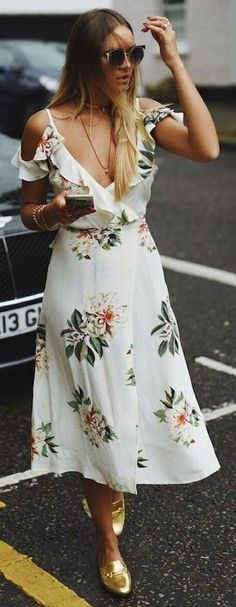 White dress with prints and gold shoes - LadyStyle