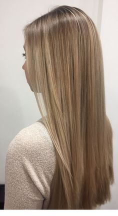 Shadow root and Balayage - Hair&Beauty Blonde Hair Looks, Light Blonde Hair, Honey Blonde Hair, Dark Blonde Hair Color, Champagne Blonde Hair, Tan Blonde, Blonde Roots, Hair Color Balayage, Hair Highlights