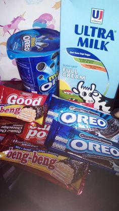 Oreo, beng beng, milk? Hmmm Food N, Junk Food, Food And Drink, Oreo Milk, Snap Food, Tumblr Food, Food Snapchat, Snack Recipes, Snacks