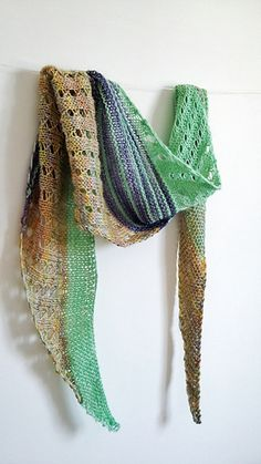 Debut is a simple triangular shawl, worked sideways.