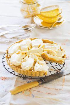 Banana-Pie mit Dinkelmehl, Haselnüssen und cremiger Mascarpone.