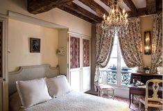 Hotel Caron de Beaumarchais, Charme et gaieté d'un hôtel particulier dans le Marais