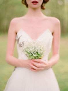 Baby's Breath Bouquet: Secure the bouquet first with string or elastic bands, before covering it with lace, ribbon, twine or burlap.