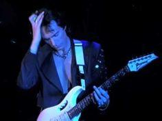 Steve Vai - Tender Surrender. Excelente canción con un control absoluto de la guitarra desde las notas más suaves hasta la distorsión más expresiva, toda la técnica y el sentimiento del maestro Vai.