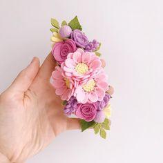 Знакомьтесь-новая повязкатакого размера она первая,настоящая цветочная коронадля торжества-самое тоуже не терпится сделать в новых…