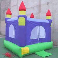 Castillo morado:  Dimensiones: 3.7x3.7x4 (m)  Edades: 3 a 8 años  Código: 2F2