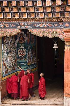 Monks studying The Wheel of Life depicting the 6 realms of cyclic existence in samsara - Bhutan Nepal, Tibetan Buddhism, Buddhist Art, Buddhist Temple, Shangri La, Thunder Dragon, Les Continents, Travel Brochure, Historical Sites