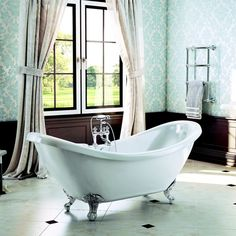 Freestanding Traditional Double Ended Slipper Bath With Chrome Ball And Claw Feet - Marlow By Synergy Small Luxury Bathrooms, Dream Bathrooms, Traditional Bathtubs, Traditional Bathroom, Freestanding Bath Taps, Double Ended Bath, Bathroom Radiators, Bathroom Inspiration, Bathroom Ideas