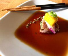 Cubo de atum braseado com coentros mel e canela. O resto é segredo  #chefacasa_sushi #tataki #tuna by chefacasa_sushi