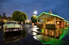 This charming historic inn is nestled on acres of beautifully landscaped grounds along Route 66 in Springfield, Missouri.  Great place to stay, really retro!