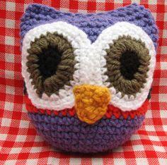 Búho amigurumi tejido a crochet, $60 en https://ofeliafeliz.com.ar
