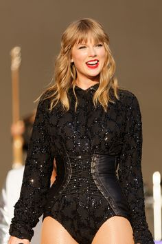 Taylor Swift The Heart Queen Taylor Swift Hair, Taylor Swift Style, Taylor Alison Swift, Live Taylor, Red Taylor, Taylor Swift Wallpaper, Taylor Swift Pictures, Lady, My Idol