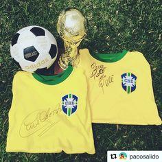Happy birthday Pele via @pacosalido - Feliz cumpleaños O' Rei @pele ! Foto conmemorativa del campeonato mundial que conquistó Brasil en México 70' de la mano del histórico @pele y el capitán de esa escuadra Carlos Alberto. Ambas prendas firmadas por las leyendas brasileñas en persona. #pele #brasil #brazil #footballshirtcollective
