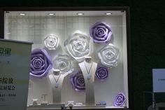 Jewelry Window Displays with Followers