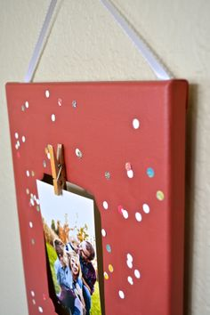 Easy DIY confetti frame, fun for any room! www.letsglitterandglue.com #confetti #DIY #frame #picture