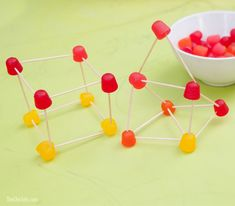 Gumdrop Construction Game for Kids -an easy way to entertain tons of kids at a party!  (Via @msrachelhollis)
