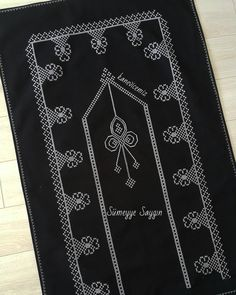 1 million+ Stunning Free Images to Use Anywhere Muslim Prayer Mat, Prayer Rug, Cross Stitch Borders, Cross Stitch Designs, Free To Use Images, Bargello, Filet Crochet, Islamic Art, Diy And Crafts