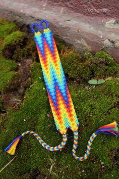 Rainbow by Kaname-Kirito on DeviantArt Bracelet Crafts, Seed Bead Bracelets, Jewelry Crafts, Friendship Bracelets Designs, Bracelet Designs, Embroidery Floss Crafts, Macrame Art, Alpha Patterns, Bracelet Tutorial