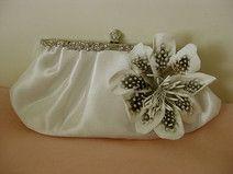 ♥ Süße Brauttasche 3D Blume Satin ivory Federn