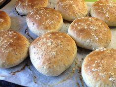 Saftiga grötbullar med kross | söndagsfika.se Hamburger, Hamburgers