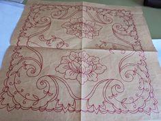 Esquema de pañuelo, para bordado en tul.     Pañuelo del esquema ya bordado en colores.