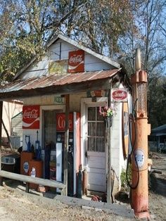old country stores storefronts - Yahoo Image Search Results Old Buildings, Abandoned Buildings, Abandoned Places, Old General Stores, Old Country Stores, Country Life, Drive In, Old Gas Pumps, Vintage Gas Pumps
