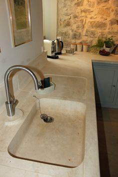 Stone Sink, Stone Kitchen, Rustic Kitchen, Kitchen Sink, Kitchen Decor, Sink Faucets, Bathroom Sinks, Kitchen Interior, Logs